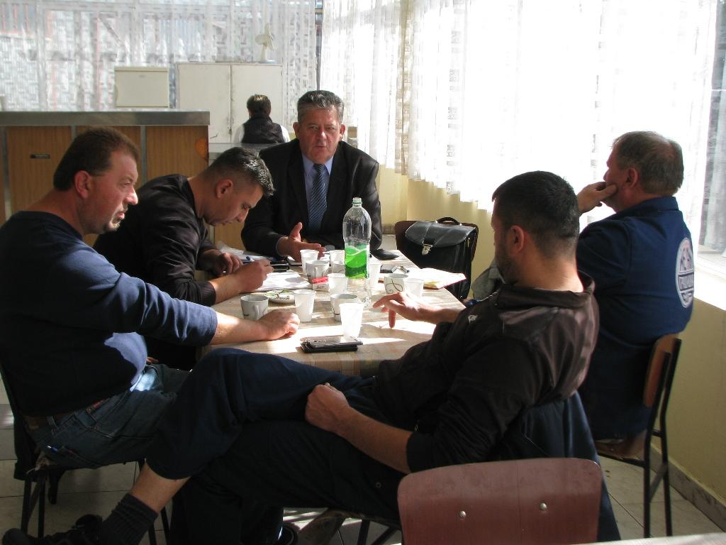 """Предсједник Пеулић са синдикалцима """" Метал """" Градишка"""