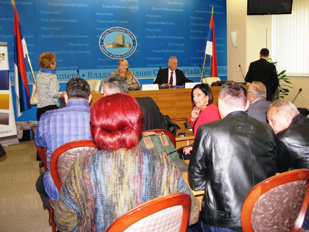 Суштински проблем који је истакнут од стране Савеза синдиката РС је немогућност потписивања колективних уговора