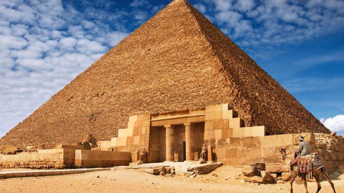 Први икада забиљежени штрајк десио се приликом изградње Кеопсове пирамиде