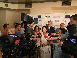 Predsjednica SSRS Ranka Mišić je izjavila da mladi i obrazovani kadrovi napuštaju ovaj prostor zbog slabo plaćenog posla, a da politička nestabilnost utiče na investitore