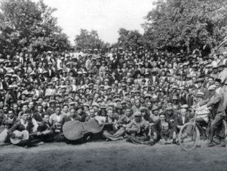 U Banjoj Luci je 1906. godine – samo 20 godina poslije čuvenog sukoba u Čikagu i samo 17 godina nakon odluke Druge internacionale u Parizu da se slavi 1. maj kao Međunarodni praznik rada, te samo 12 godina poslije Beograda – organizovana proslava ovog praznika