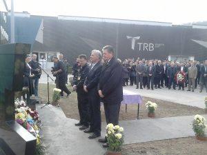 Вијенац на споменик погинулим радницима између осталих положила је и делегација Синдикалне организације ТРБ Братунац