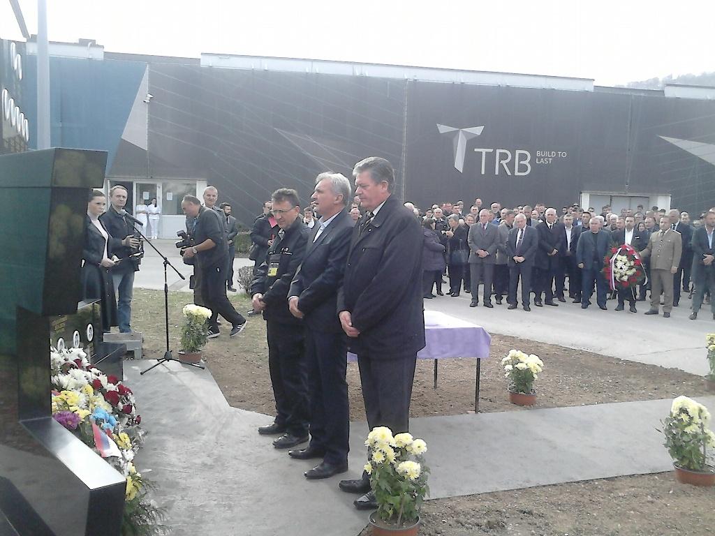 Vijenac na spomenik poginulim radnicima između ostalih položila je i delegacija Sindikalne organizacije TRB Bratunac