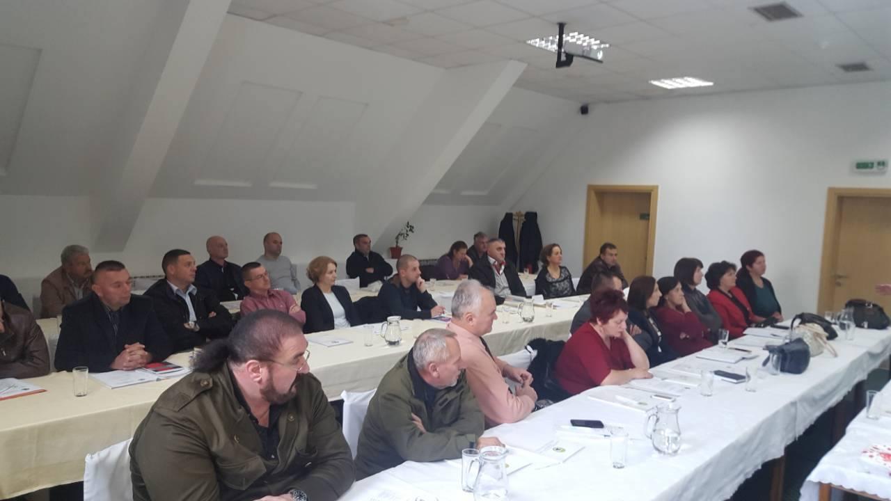 """Теме данашњег семинара биле су """"Абецеда синдиката"""", """"Улога предсједника синдикалне организације"""", """"Улога синдиката у колективном преговарању"""" и """"Здравље и заштита на раду са посебним фокусом на Акт о процјени ризика"""""""