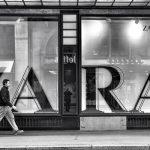 """Одјећа познатог текстилног бренда """" ЗАРА """" у Истанбулу означена да укаже на кршење радничких права"""