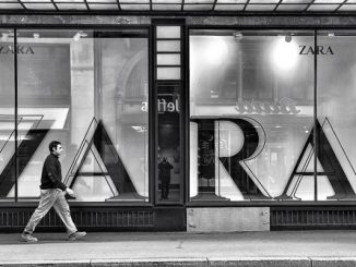 """Odjeća poznatog tekstilnog brenda """" ZARA """" u Istanbulu označena da ukaže na kršenje radničkih prava"""