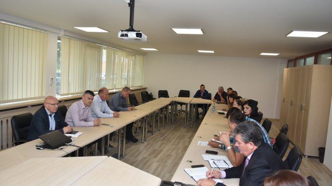 """Састанак синдиката и менаџмента у """"Aлумини """" - преговорима до бољег материјалног положаја запослених"""
