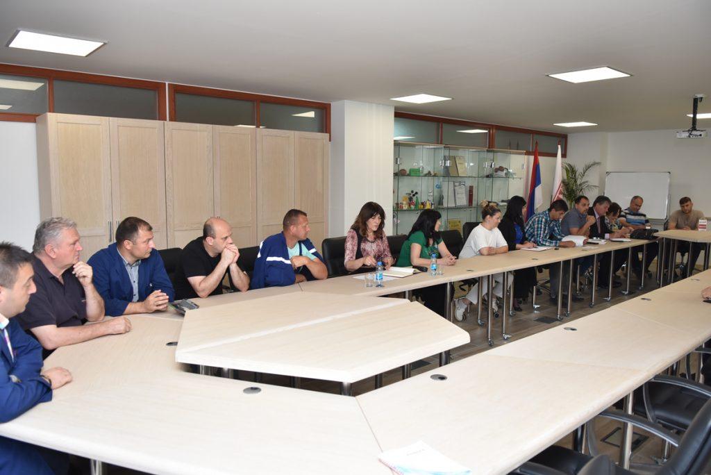 """"""" Социјални дијалог треба даље наставити """" истакао је Пеулић и додао да је презадовољан укупним амбијентом овог састанка"""
