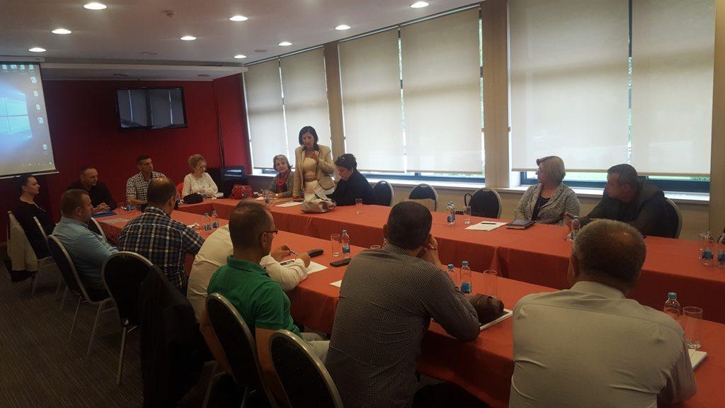 Округли сто је одржан уз подршку Савеза синдиката Републике Српске и Међународне конфедерације синдиката.