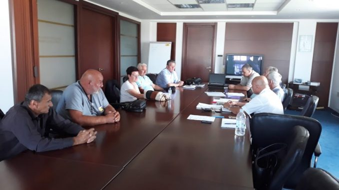 """Одржани преговори између штрајкачког одбора и менаџмента предузећа """" УНИС """" Дервента"""