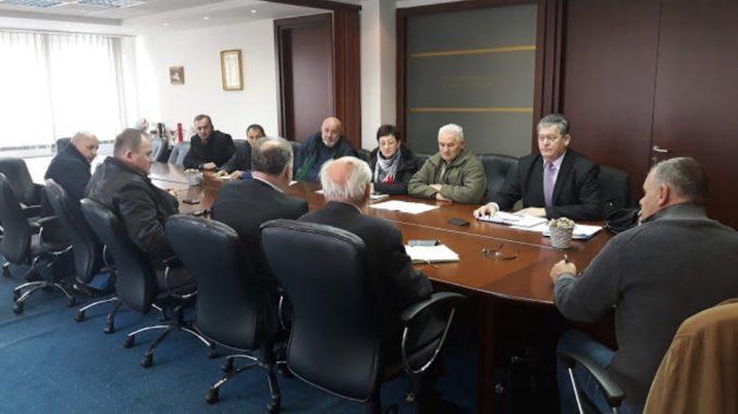 """Преговори штрајкачког одбора и руководства """" УНИС """" Дервента"""