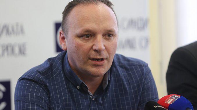 https://srpskainfo.com/tek-zazivio-a-vec-ga-mijenjaju-sindikat-predlaze-tri-kljucne-stvari-za-reformu-reformskog-zakona-o-radu/