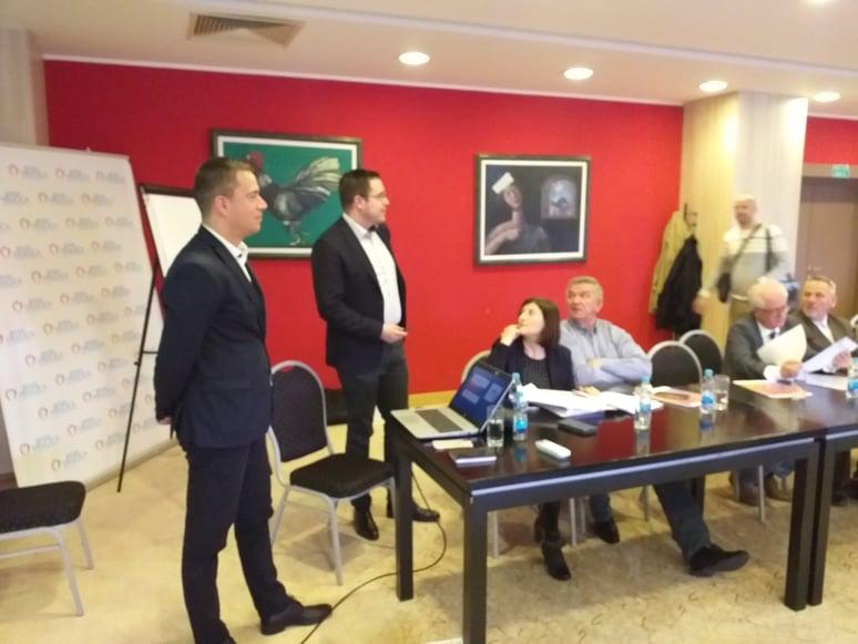Prezentaciju su održali Miloš Srdić i Dragan Bajić iz Evropskog dobrovoljnog penzionog fonda