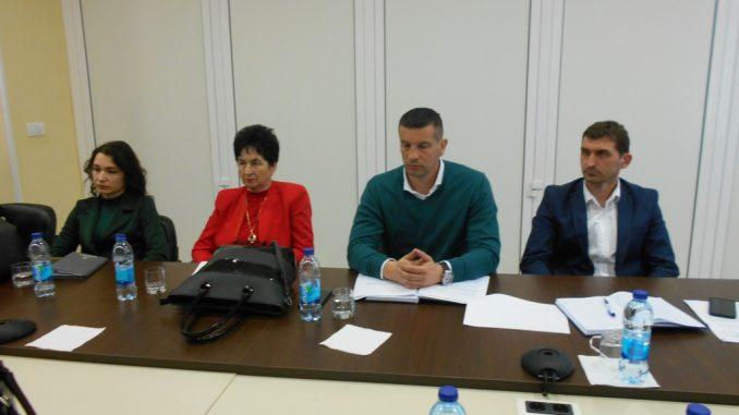 Dogovoreno formiranje radnih grupa za donošenje izmjena i dopuna svih zakona koji se odnose na materijalni i socijalni status zaposlenih u lokalnoj samoupravi upravi i javnim službama Republike Srpske