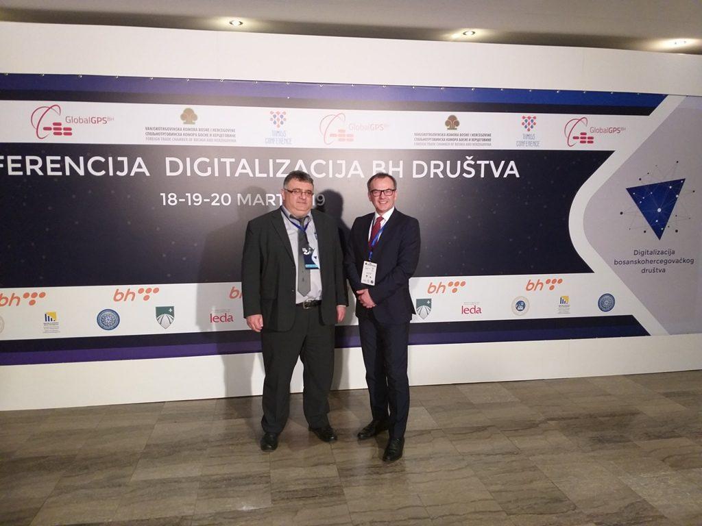 Предсједник Синдиката ОНК РС са једним од организатора конференције