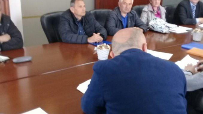 """Састанак синдикалног одбора """"УНИС"""" Дервента са предстечајним управником и генералним директором предузећа"""