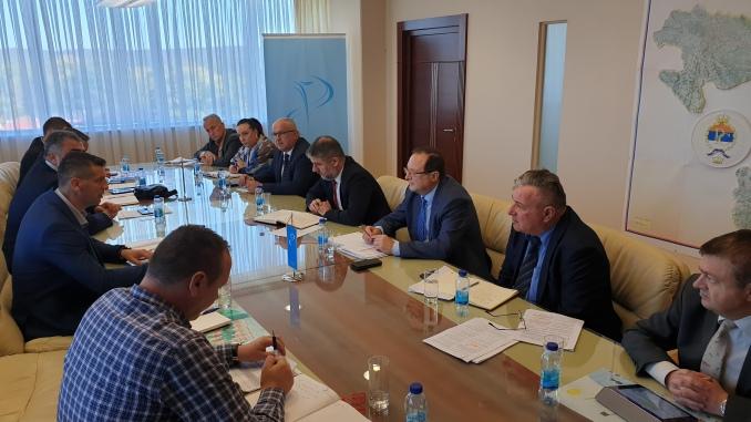 Представници Синдиката локалне самоуправе, управе и јавних служби РС у Влади РС на преговорима о повећању плата