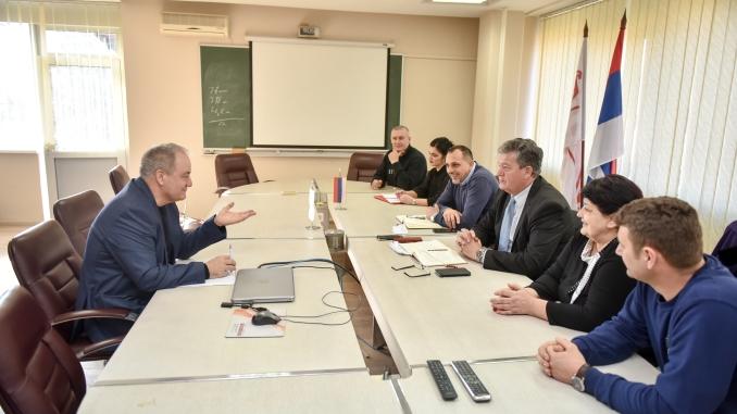 """Састанак синдиката и менаџмента: Радницима """"Алумине"""" веће плате"""