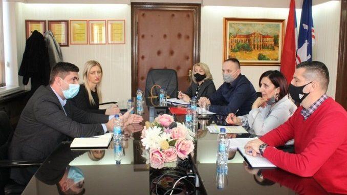 Sastanak predstavnika Saveza sindikata Republike Srpske sa gradonačelnikom Bijeljine (foto V. Mitrić, preuzeto sa www.novosti.rs )